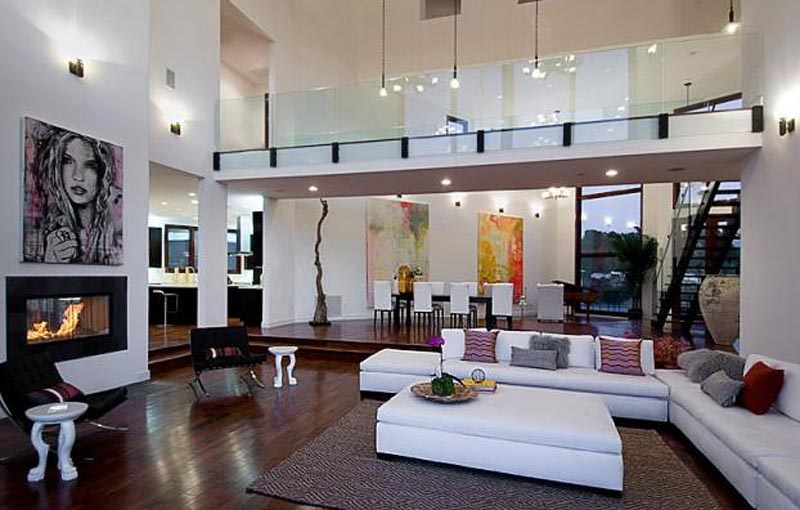 Use of large abstract art paintings in interiors
