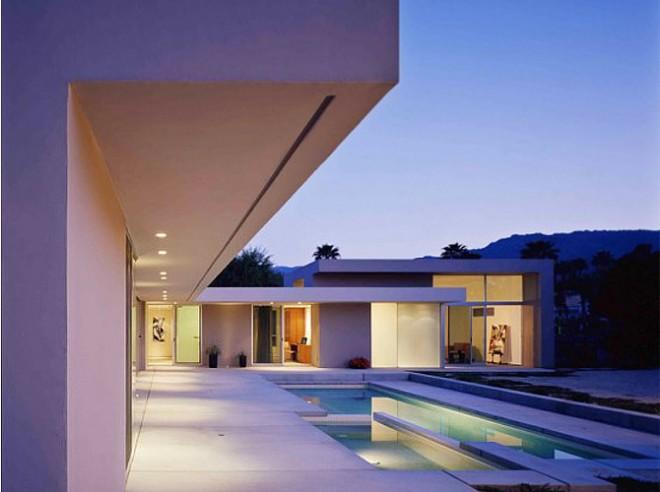 Modern desert oasis house in Palm Springs, CA