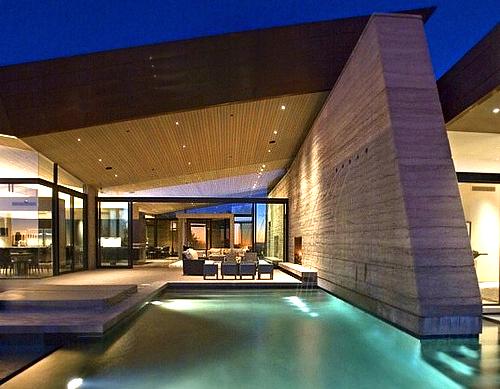 Modern earth house in the desert