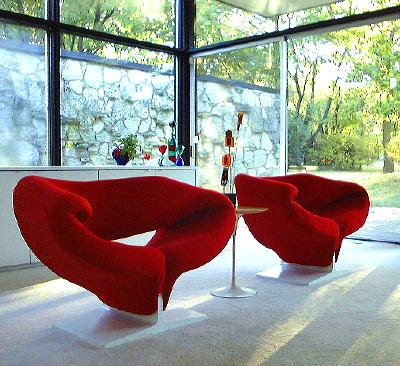Ultra modern ribbon chair by Pierre Paulin