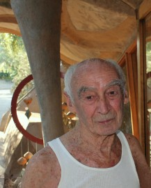 Architect paolo Soleri in 2011 at Cosanti, AZ, his home and studio